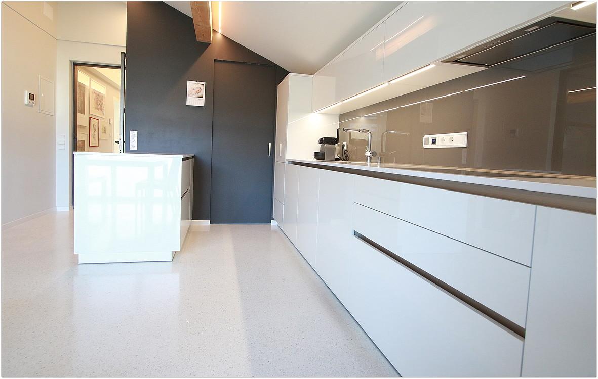 Böden - Küche in Granulat Bianco Carrara (I) - Terrazzo Böden ...